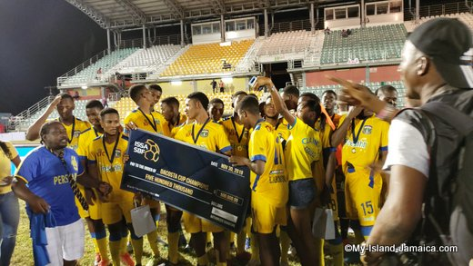 clarendon_college_wins_dacosta_cup_2019_pose_photo