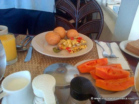 club_ambiance_jamaica_breakfast