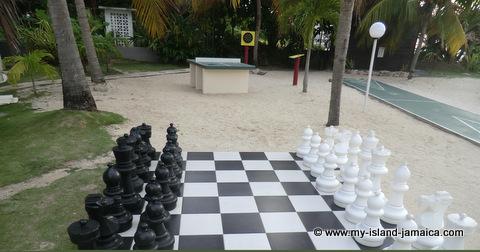 club_ambiance_jamaica_chess_games