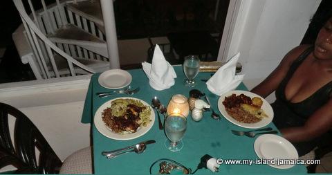 club_ambiance_jamaica_food