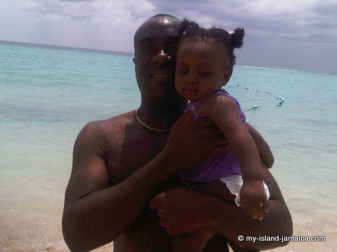 family_aliana_gayle_and_wellesley_at_negril_beach