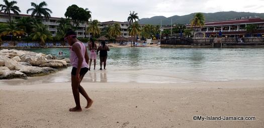 holiday_inn_montego_bay_jamaica_daughter_on_beach.jpg