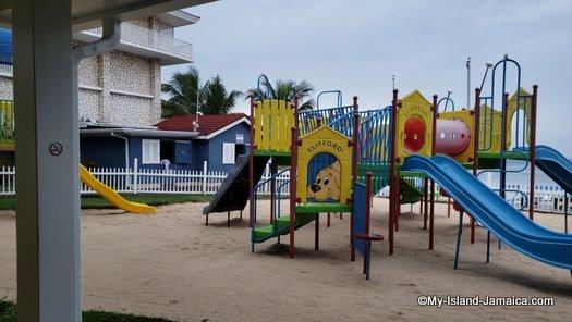 holiday_inn_montego_bay_kids_area