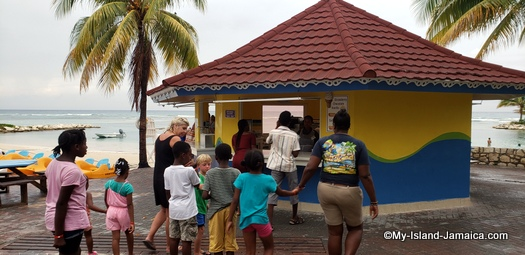 holiday_inn_montego_bay_kids_lunch_time