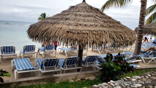 holiday_inn_montego_bay_thatched_hut