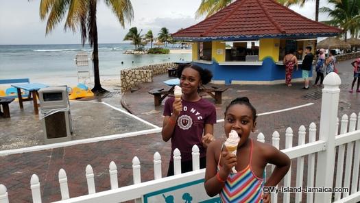 holiday_inn_resort_montego_bayKids_eating_ice_cream