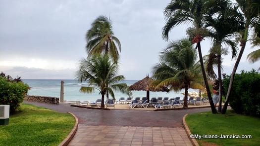 holiday_inn_resort_montego_bay_beach_view2