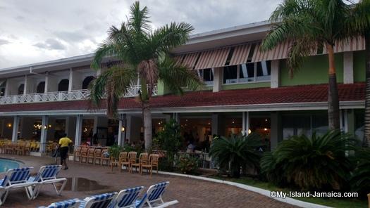 holiday_inn_resort_montego_bay_hotel_rooms