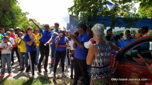 international_coastal_cleanup_day_jamaica_natasha_parchment_awarding