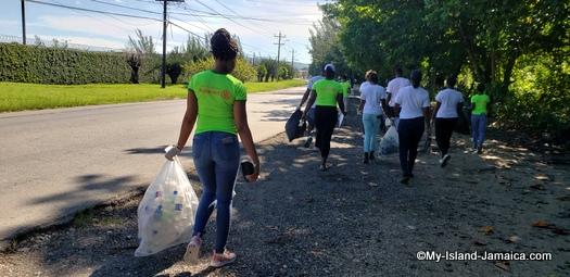international_coastal_cleanup_day_jamaica_rotaract_walking
