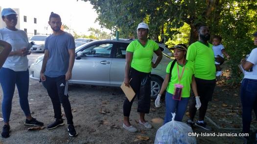 international_coastal_cleanup_day_jamaica_team_rotaract