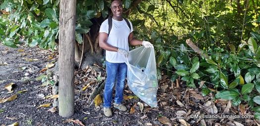 international_coastal_cleanup_day_jamaica_wellesley_with_bag