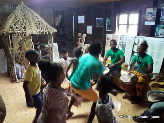 jamaican_maroon_charlestown_drumming_and_dancing