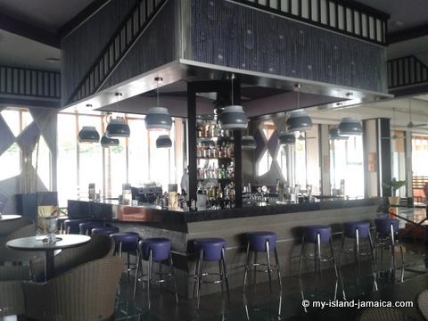 lobby_bar_at_rui_palace_jamiaca