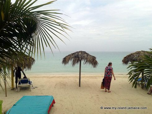 negril_jamaica_all_inclusive_resorts_walking_on_beach