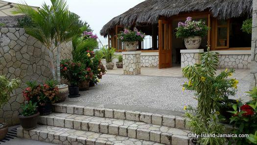 negril_jamaica_resorts_the_spa_retreat_hotel_entrance