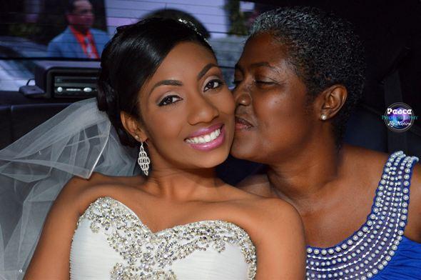 photographers_in_jamaica_mr_nation_sampe_mom_kissing
