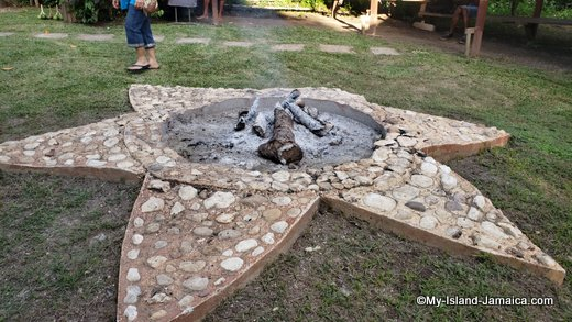 rastafari_indigenous_village_star_fireside
