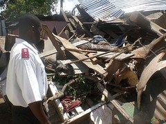 Hurricane Dean Picture salvation_army_worker_in_ruin.jpg