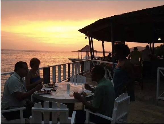 white_house_jamaica_blue_waters_grill