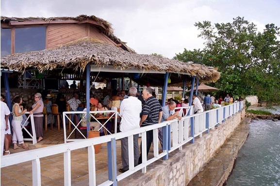 white_house_jamaica_blue_waters_restaurant